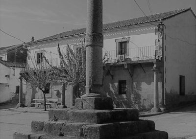 Rollo en blanco y negro - Ayuntamiento de Paredes de Escalona